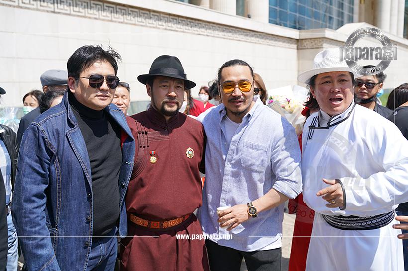 Photo Paparazzi•••УДЭТ-ийн жүжигчин Сугарын БОЛД-ЭРДЭНЭ Монгол Улсын гавьяат жүжигчин цолоор энгэрээ мялаалаа