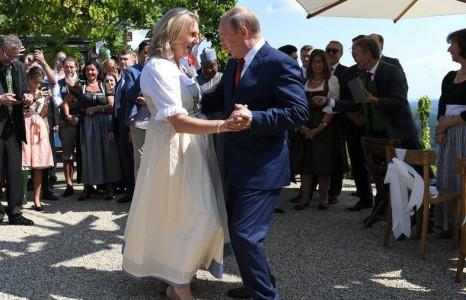 Австрийн гадаад хэргийн сайдын хуриманд Владимир Путин оролцжээ