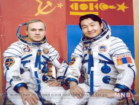 Өнөөдөр Монгол хүн анх сансарт ниссэний өдөр