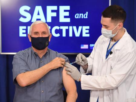 News Paparazzi: АНУ-ын дэд ерөнхийлөгч камерны өмнө коронавирусийн эсрэг вакцин хийлгэлээ