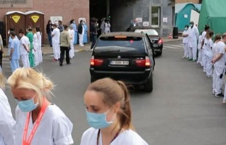 """News paparazzi: Бельгийн эмч сувилагч нар ерөнхий сайддаа """"НУРУУГАА ХАРУУЛЖ"""" эсэргүүцлээ илэрхийлжээ"""
